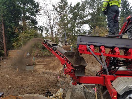 Hall-topsoil conveyor into WQF